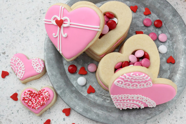 Heart Shaped Cookie Boxes from LoveandConfections.com