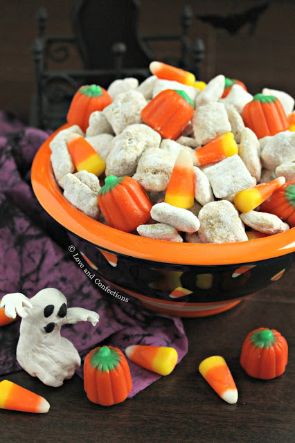 Cinnamon Pumpkin Muddy Buddies from LoveandConfections.com #PumpkinWeek