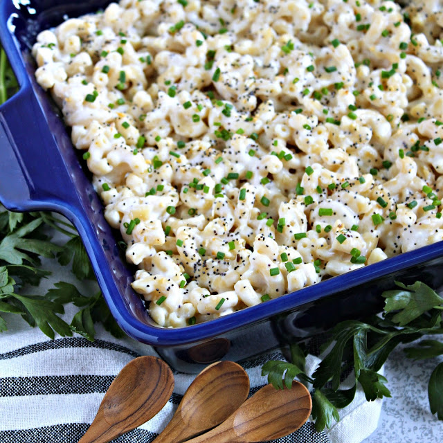 Everything Bagel Macaroni and Cheese from LoveandConfections.com #BrunchWeek