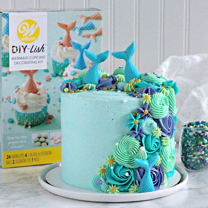 Mermaid layer cake with Wilton cupcake kit