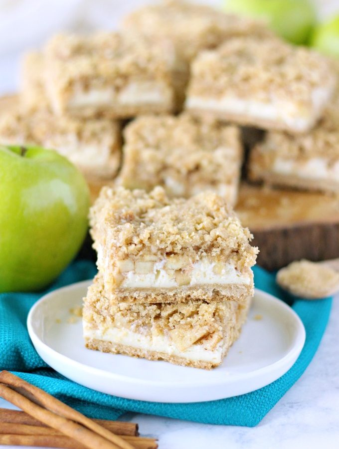 Apple Cheesecake Streusel Bars