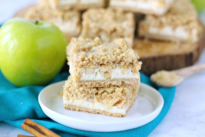 Apple Cheesecake Streusel Bars